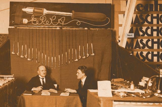 1921年の展示家の様子
